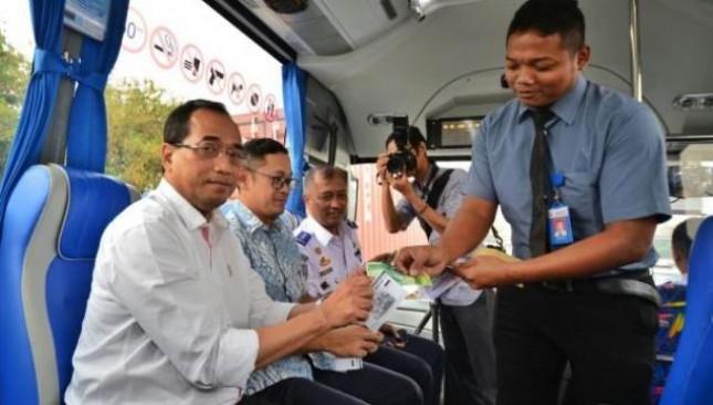 Menhub Budi Karya Sumadi mencoba Transjabodetabek Premium (Foto Humas)