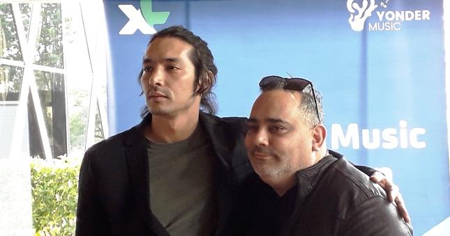 Abimana bersama Sutradara Despacito, Carlos Peres (Foto: Amazon)