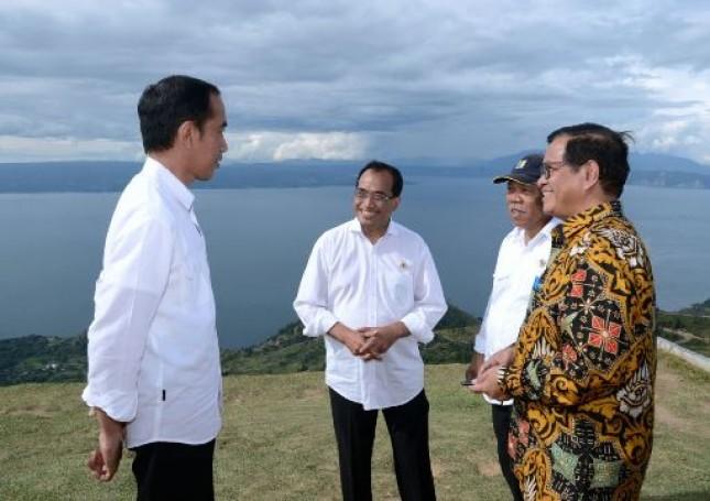 Presiden Jokowi kunjungi Danau Toba bersama Menteri PUPS Basuki, Menhub Budi, Seskab Pramono Anung