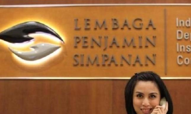 Ilustrasi seorang pegawai bekerja di kantor LPS.