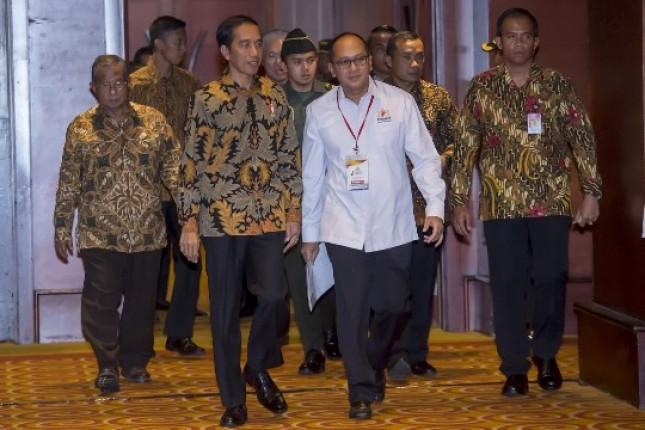 Presiden Jokowi dan Ketua Kadin Indonesia Rosan Roeslani (Foto Ist)