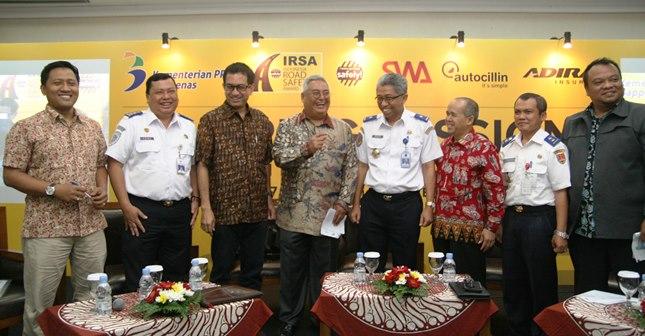Dirut Adira Innsurance, Indra Baruna (tengah) bersama Pembicara dalam Sharing Session jelang IRSA (Amz)