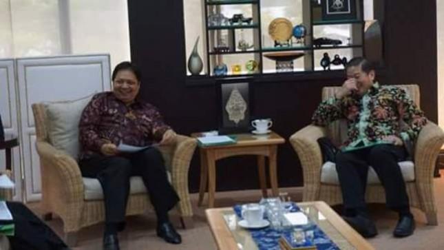 Menperin Airlangga Hartarto dan Ketua GAPMMI, Adhi Lukman (Foto Ridwan)