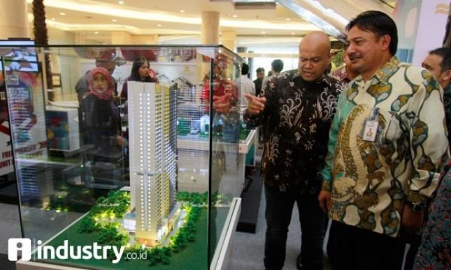 Regional CEO Bank Mandiri Teuku Ali Usman, Country GM Rumah123.com Ignatius Untung dalam Festival Properti Indonesia di Jakarta, Selasa (14/11/2017). (Foto Rizki Meirino)
