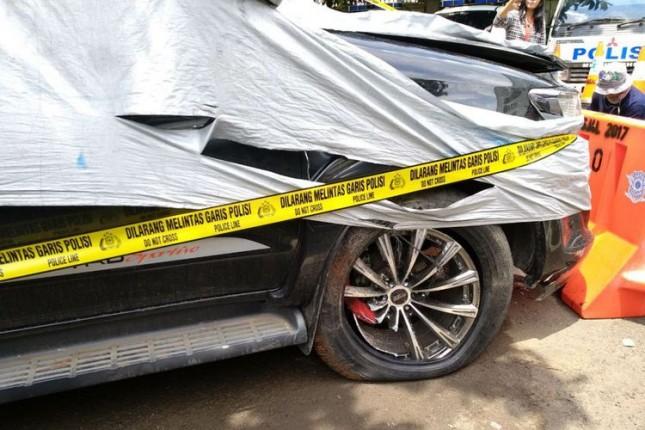 Mobil yang ditumpangi Setya Novanto menabrak tiang listrik (foto Kompas.com)