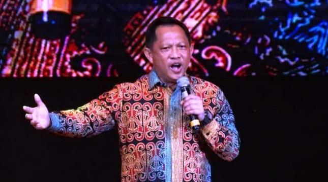 Kapolri Tito Karnavian Ikut Menyanyi Dalam Konser Mengenang Benny Pandjaitan-Panbers