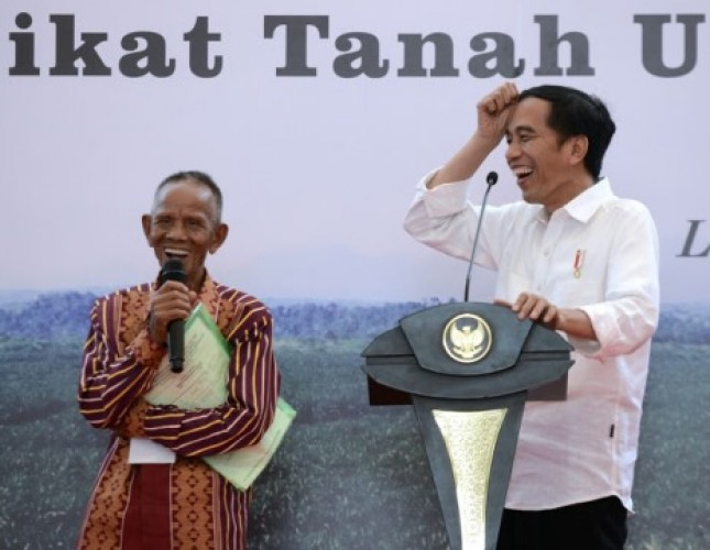 Presiden Jokowi bersama warga masyarakat di Sumatra Utara (Foto : Biro Pers Setpres)