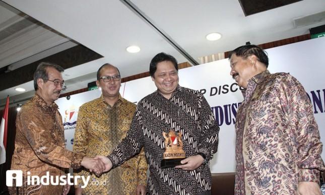 Menperin Airlangga bersama Ketum KADIN Rosan P Roelani di acara FGD KADIN di hotel borobudur (dok-INDUSTRY.co.id)