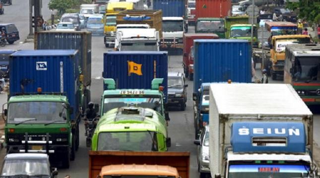 Ilustrasi angkutan ekspor. (Bay Ismoyo/AFP/Getty Images)