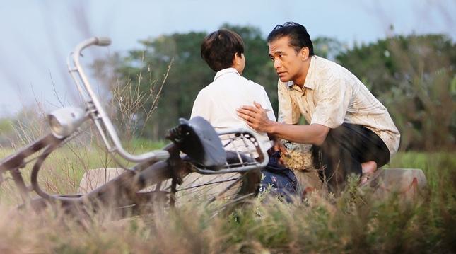 """Donny Damara dalam salah satu adegan di Film """"Guru Ngaji"""""""