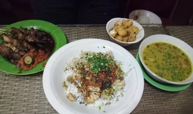 Kuliner Empal Gentong H. Apud Cirebon (Foto Dije)