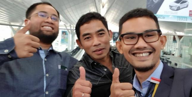 CEO CeknRicek Fikar Rizky Mohammad, Ketua Perhimpunan Ilmuwan Indonesia Jepang Ivananto dan Pengusaha Muda Mahmudi Fukumoto (foto INDUSTRY.co.id)