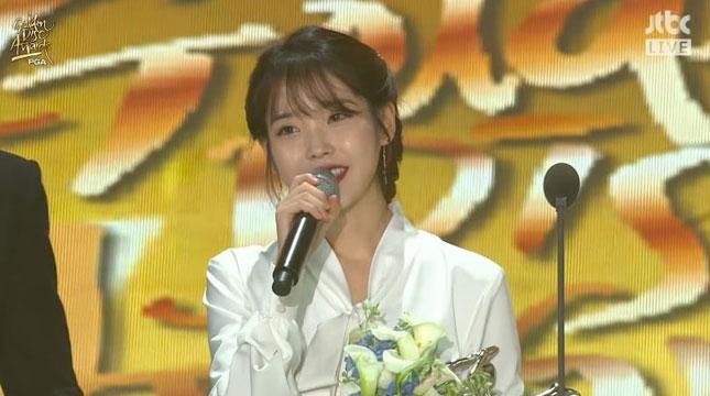 Penyanyi IU Raih Penghargaan Golden Disc Awards 2018 (Foto:soompi.com)