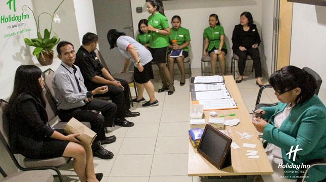 Holiday Inn Jakarta Kemayoran Berikan Vaksin Difteri pada Staff