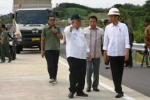 Presiden Jokowi dan Menteri PUPR M Basuki Hadimuljono (Foto Dok Industry.co.id)