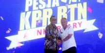 Dirut PT Bank BTN, Maryono bersama Menteri PUPR, Basuki Hadimoeljono saat pembukaan IPEX 2018