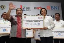 Menteri BUMN Rini Soemarno dan Ketua PWI Margiono (Dok Industry.co.id)