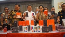 Menperin Airlangga Hartarto bersama Menkeu Sri Mulyani dan Menkominfo Rudiantara saat acara pemusnahan barang ilegal (Foto: Dok. INDUSTRY.co.id)