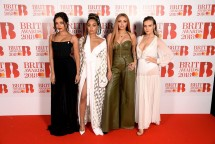 Vocal grup, Little Mix di red carpet BRIT Awards 2018. (Source: Cosmopolitan)