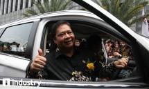 Menteri Perindustrian Airlangga Hartarto saat uji coba Mobil Listrik Mitsubishi