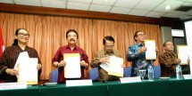 Pernyataan bersama Organisasi Pewayangan yang disampaikan oleh SENA WANGI (Drs. Suparmin Sunjoyo ) PEPADI (Kondang Sutrisno, SE) APA-Indonesia (Drs. Hari Suwasono) UNIMA-Indonesia (Dubes Samodra Sriwidjaja) PEWANGI (Ir. Luluk Sumiarso)