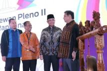 Meneprin Airlangga Hartarto bersama Ketua Umum HIPMI Bahlil Lahadalia (Foto: Dok. Industry.co.id)