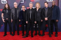 Bon Jovi dalam red carpet iHeartRadio Music Awards 2018. (Source: Billboard)