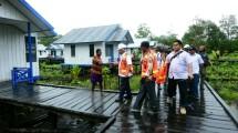 Menteri Basuki saat berkunjung ke Asmat