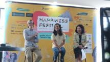 Chef Burgreens Max Mandias, Cofounder Kitabisa.com dan Mari Elka Pangestu, President United in Diversity pada jumpa pers Happiness Festival. (Dina Astria/Industry.co.id)