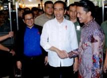 Presiden Jokowi didampingi Seskab Pramono Anung nonton film Yo Wis Ben, di Cinemaxx Malang Rabu (28/3) (Foto: Rahmat/Humas)