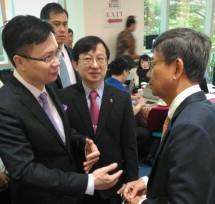 Ketua Kamar Dagang dan Industri (Kadin) Indonesia komite Taiwan SD Darmono melakukan MOU perdagangan dengan Taiwan External Trade Development Council (dok INDUSTRY.co.id)