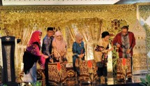 Ketua Umum Dekranas Hj Mufidah Jusuf Kalla pada acara relaunching Produk Unggulan Provinsi di Smesco Indonesia yang ditandai dengan event Smesco Minang Festival, di Jakarta, Sabtu (31/4).