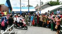 Presiden Jokowi berboncengan dengan Ibu Iriana