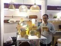 Rosyid Akhmadi dari Mohoi Bamboogoods telah menerima penghargaan Asosiasi Eksportir Handicraft Indonesia (Asephi) Emerging Award di ajang Inacraft 2018.