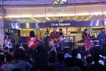 Barasuara tampil di Summarecon Mal Bekasi.