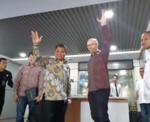 Menteri Kominfo Rudiantara bersama Vice President Facebook untuk Public Policy Asia Pacific, Simon Milner, usai menemui wartawan di Kantor Kementerian Kominfo, Senin (07/05/2018)