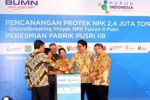 Menperin Airlangga Hartarto bersama Menteri BUMN Rini Soemarno saat acara Groundbreaking Pabrik NPK 2,4 Juta ton