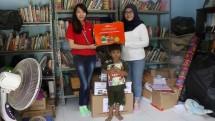 J&T Express memberikan dukungan berupa donasi buku dan alat tulis ke organisasi taman bacaan, serta beberapa komunitas belajar di Jakarta dengan total donasi 8000 buku di Hari Buku Nasional, (17/5/2018)
