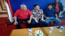 Hatta Taliwang, Ketua Umum PB PERCASI GM Utut Adianto dan Maruarar Sirait saat menghadiri turnamen catur non master (Foto: Anto/Industry.co.id).