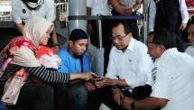 Menteri Perhubungan (Menhub) Budi Karya Sumadi melakukan tinjauan dan memeriksa pelayanan yang terdapat di Stasiun Tugu, Yogyakarta (Humas Kemenhub)