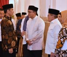 Ketua Umum Kadin Rosan P. Roeslani bersama Presiden Joko Widodo dalam acara buka puasa bersama di Istana Presiden, Jakarta