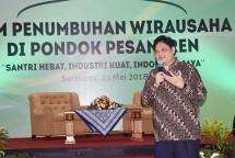 Menteri Perindustrian Airlangga Hartarto pada acara bertema Program Penumbuhan Wirausaha Baru di Pondok Pesantren di Surakarta