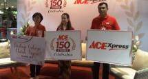 Marketing Director Kawan Lama Group Nana Puspa Dewi (tengah) bersama Tim saat perayaan pembukaan toko ke 150 ACE Hardware