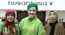 Ratih Sanggarwaty bersama Kerabat usai Pelantikan sebagai Anggota DPR RI