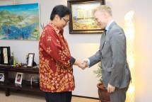 Menteri Perindustrian Airlangga Hartarto seusai menerima kunjungan Duta Besar Uni Eropa untuk Indonesia Vincent Guerend