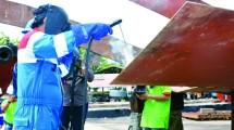 Pertamina Dockyard Sorong Bangun Dua Unit Mooring Boat