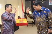 Menteri Perindustrian Airlangga Hartarto bersama Vice Presiden Pou Chen Group, Bruce Shih (Foto: Dok. Industry.co.id)