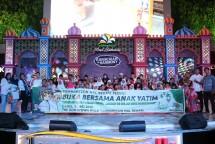 Acara buka bersama dengan anak yatim di Sumarecon Mal Bekasi