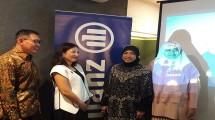Head of Sales & Training Sharia, Zeni Tutik Rohayati kanan