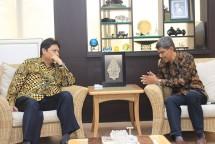 Menperin Airlangga Hartarto saat menerima kunjungan Ditektur Utama PT Cabot Indonesia, Raj Chary di Kantor Kemenperin, Jakarta